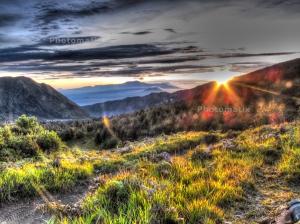 matahari terbit saat camping di Lava View Bromo