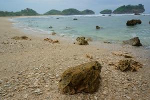 Pantai Watukarung di Desa Watukarung Pacitan