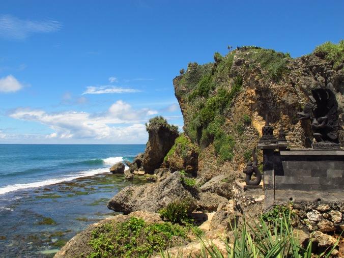 Tebing pantai Ngobaran