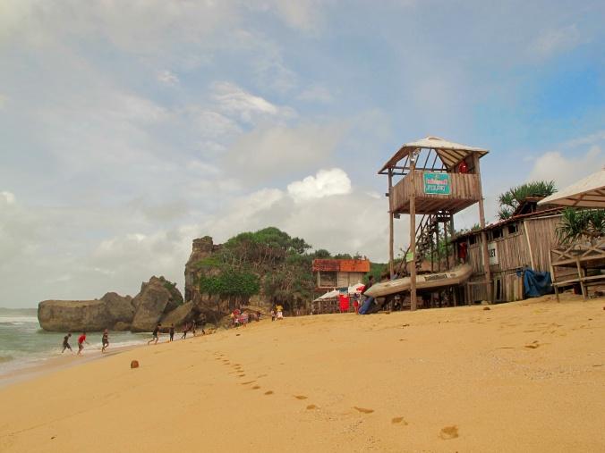 Pantai Indrayanti yang sepi dan bersih