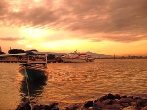 Sunrise di pelabuhan Kartini Jepara, Jawa Tengah