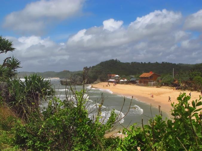 Pemandangan Pantai Indrayanti dari atas bukit