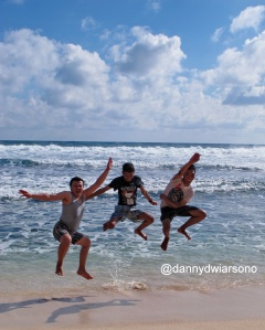 'jump' pose wajib