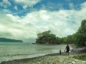 Melewati Pantai Batu Sebelum Menemukan Green Bay